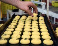 طرز پخت شیرینی نان برنجی عید نوروز