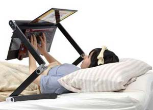 میز لپ تاپ و تبلت برای استفاده در تخت خواب ساخته شد