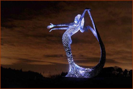 تصاویری از مجسمه 10 متری پری دریایی در اسکاتلند