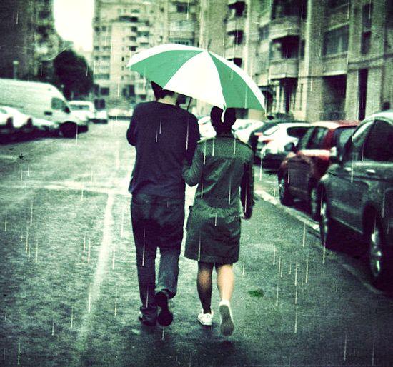 زیباترین عکس های عاشقانه در هوای بارانی
