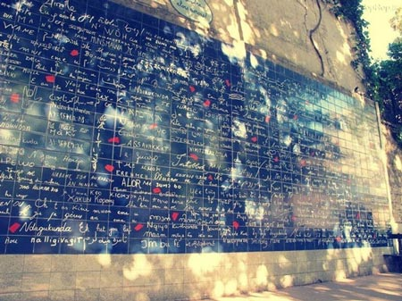 عبارت دوستت دارم به 300 زبان زنده دنیا بر روی دیوار عشق در پاریس