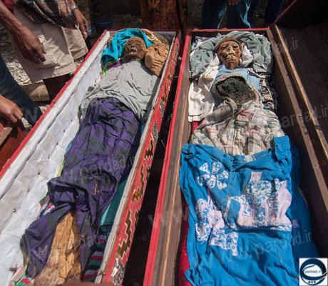 خارج کردن جنازه عزیزان از قبر در نوروز و پوشاندن لباس نو بر تن آنان