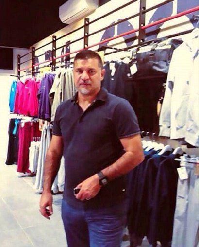 عکسی از علی دایی در بوتیک لباس فروشی اش در پایتخت