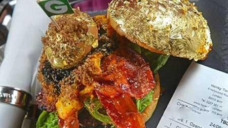عرضه همبرگر با قیمت 5 و نیم میلیون تومان در یک اغذیه فروشی