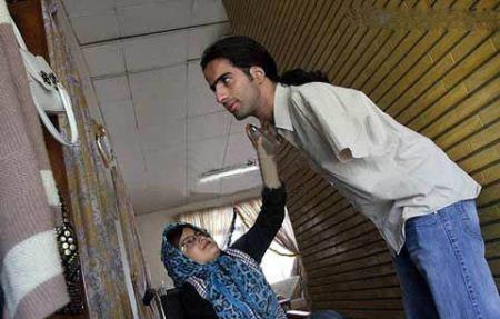 تصاویری از ازدواج دختری بدون پا با پسر بدون دست