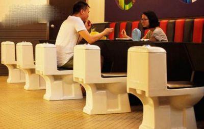 رستوران چینی با طرح مدفوع انسان و سرو غذا در توالت + تصاویر
