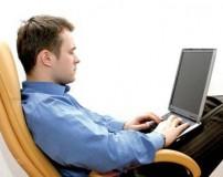 شیوه صحیح نشستن و کار با لپ تاپ و کامپیوتر