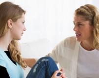 آموزش دختران نوجوان در رابطه با پریود شدن