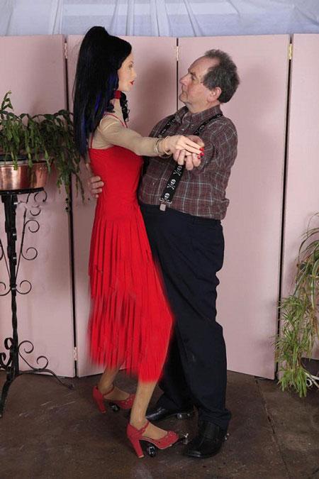 عشق بازی مرد 60 ساله با 240 دوست دختر تقلبی + تصاویر