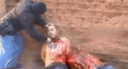 تصاویری از بریدن سر دو مرد شیعه با اره برقی (18+)