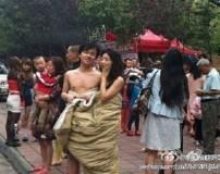 شهری با مردم عریان و بی لباس در هنگام زلزله + تصاویر