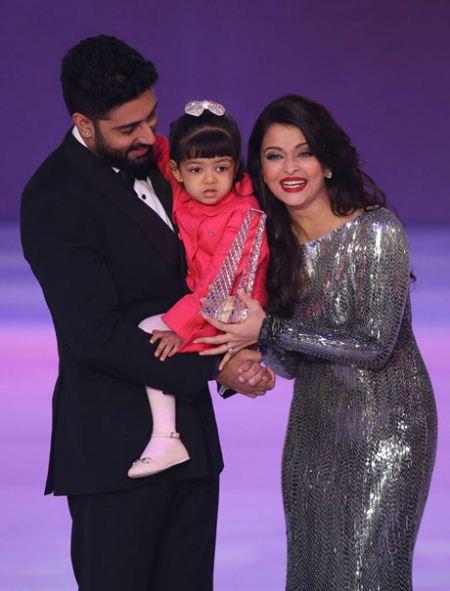 تصاویری جنجالی از آیشواریا رای به همراه دختر و همسرش