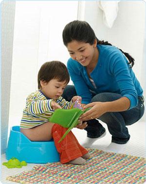 رفتار مناسب با کودکی که شلوارش را خیس کرده است