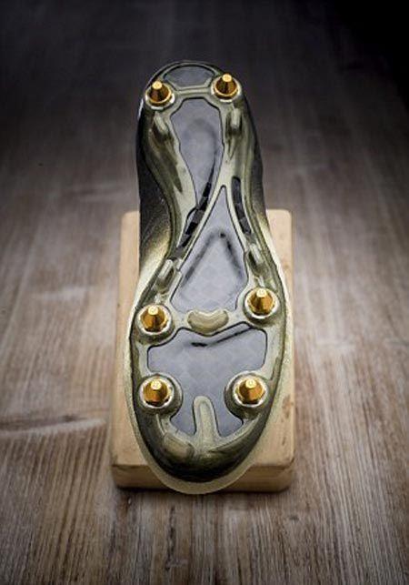 اهداء کفش طلا به رونالدو توسط شرکت نایک