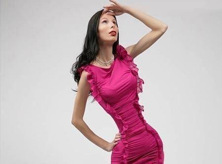 این زن با اندام خود مردان را حشری می کند + تصاویر