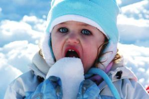 خوردن برف برای بدن مفید است یا مضر؟