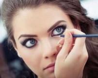 آیا لوازم آرایش به چشم آسیب می زند؟