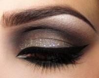6 روش توصیه شده برای پاک کردن آرایش چشم