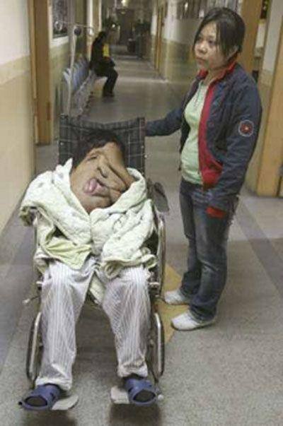 زشت ترین مرد جهان از خانه اش بیرون آمد + تصاویر