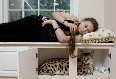 عکس هایی از دوستی دختر بچه با حیوانات باغ وحش
