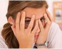 دلیل سردرد در دختران چیست و چگونه درمان می شود؟