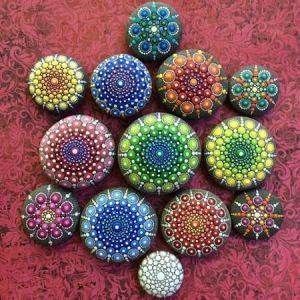نقاشی های ساده و خلاقانه روی سنگ های صاف