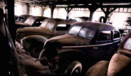 عکس هایی از قبرستان ماشین های قدیمی در جنگل