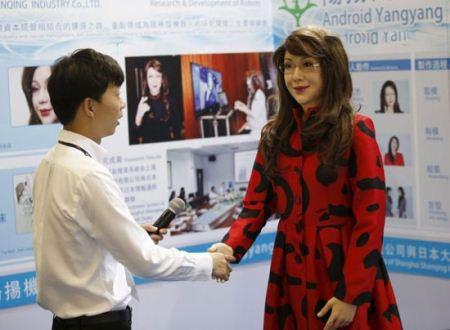 زن مصنوعی برای مردان مجرد وارد بازارهای جهانی شد + تصاویر