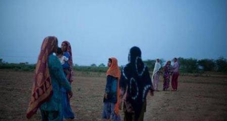 زنانی که دسته جمعی به توالت می روند + تصاویر