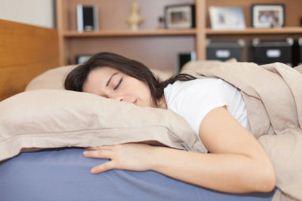 انواع مختلف مدل های خوابیدن مفید برای سلامت بدن