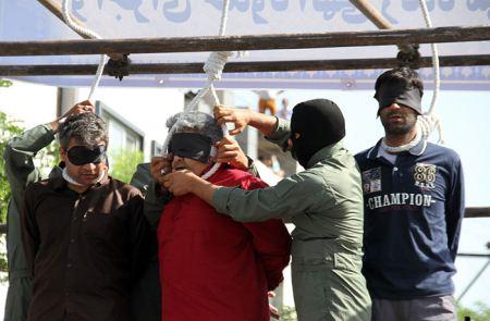 اعدام سه زورگیر شرور در خیابان گاز مشهد (تصاویر 16+)