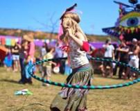 آموزش ورزش با حلقه لاغری (هولاهوپ)