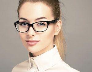جلوگیری از جوش های شقیقه و پیشانی در افراد عینکی