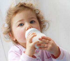 شیر خوردن با شیشه و مضرات آن برای کودک
