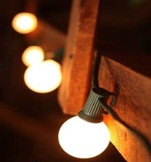 ضرب المثل چراغی که به خانه رواست، به مسجد حرام است