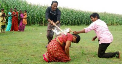 زنی که با کتک خوردن از همسرش پول در می آورد (عکس)
