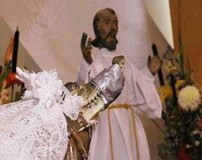 بستن دهان عروس با چسب برای تامین جان داماد (عکس)