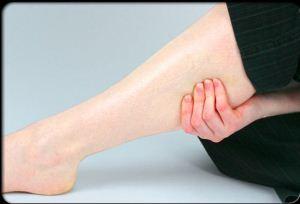 10 داروی گیاهی خانگی برای درمان پا درد