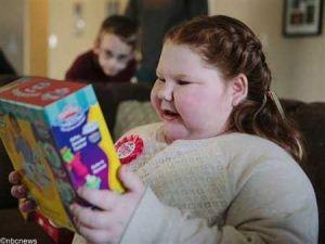 دختر 12 ساله که وزنش هفته ای یک کیلو زیاد میشه