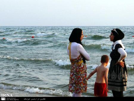 تصاویر دیدنی از شنا کردن زنان و دختران لبنانی در دریا