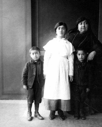 تصاویر تاریخی از همسر و فرزندان محمدعلی شاه قاجار