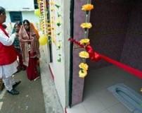 ازدواج دختران هندی به شرط وجود توالت در خانه داماد