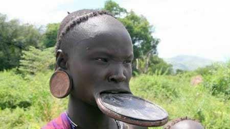 تصاویر زنان سیاه پوست با لبان زشت بشقابی