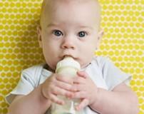علت سکسکه کردن نوزاد پس از شیر خوردن
