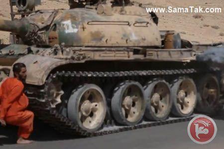عبور تانک داعش از روی سرباز سوری (تصاویر 18+)