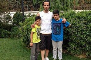 ماجرای جالب علی کریمی و دو پسر فوتبالی اش + عکس