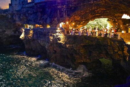 رستوران جذاب و منحصر به فرد گروتا پالازس در ایتالیا + تصاویر