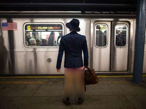 عکس های خفن و شرم آور مردم نیویورک در روز بدون شلوار