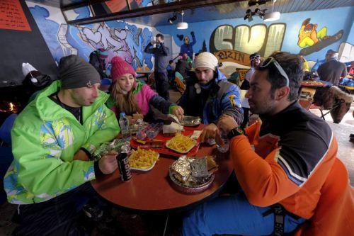 عکس های دیدنی اسکی بازی زنان ایرانی در پیست اسکی دیزین