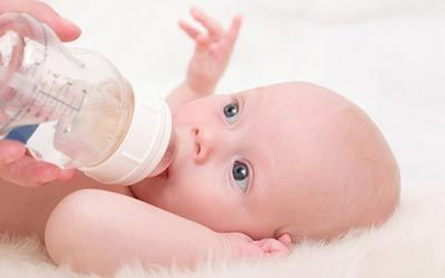 چرا نوزاد شیر را قورت نمی دهد؟